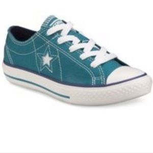 •Girls •ONE STAR• Converse•